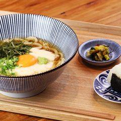 大和芋と玉子の月見うどん(温・冷)おにぎり付 ¥1,000